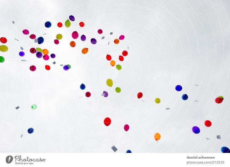 yeppee - endlich ist der Urlaub zu Ende !!!??! Himmel grün blau rot gelb Freiheit Glück Luft Feste & Feiern rosa Wind fliegen Fröhlichkeit mehrere Luftballon mehrfarbig