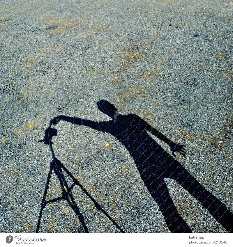 belichtung Mensch schwarz grau Kunst Arbeit & Erwerbstätigkeit Fotografie Boden Fotokamera Beruf machen Fotografieren Arbeitsplatz Selbstportrait Belichtung