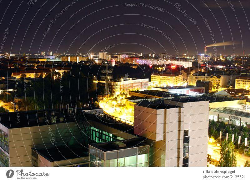 Bis zum Ende der Nacht Stadt Haus Einsamkeit Ferne kalt Berlin Gebäude Beleuchtung Deutschland Europa Dach Skyline Nachtleben Umwelt