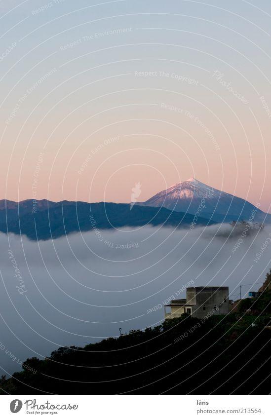 aus sicht Natur Landschaft Himmel Wolken Berge u. Gebirge Schneebedeckte Gipfel Vulkan Haus ruhig Kanaren Teneriffa Teide Farbfoto Außenaufnahme Menschenleer