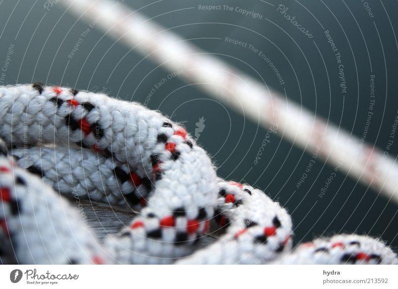 vertörnt Wasser ruhig liegen Freizeit & Hobby ästhetisch Seil Sicherheit fest maritim Schiffstau An Bord