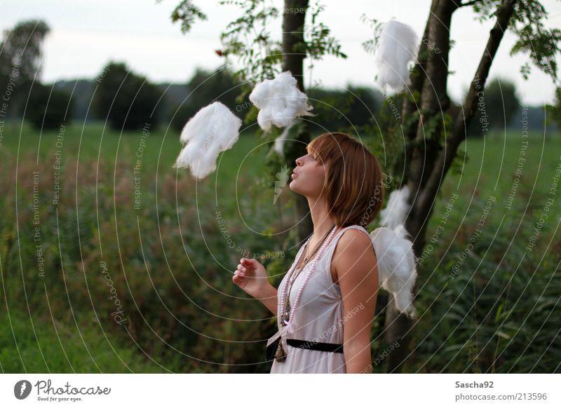 little clouds Freude Glück schön Wohlgefühl Zufriedenheit Erholung Sommer feminin Junge Frau Jugendliche Haare & Frisuren 18-30 Jahre Erwachsene Natur