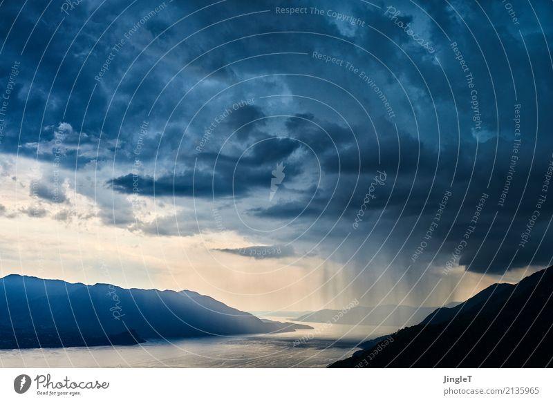 partiell regnerisch Umwelt Natur Landschaft Luft Wasser Himmel Wolken Gewitterwolken Sommer Klima Klimawandel Wetter schlechtes Wetter Unwetter Wind Sturm Regen