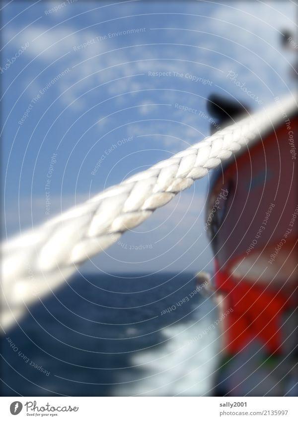 tauziehen... Ferien & Urlaub & Reisen Abenteuer Freiheit Kreuzfahrt Meer Schifffahrt Seil An Bord fahren Tauziehen fest weiß vertauen ankern Gischt rot Farbfoto