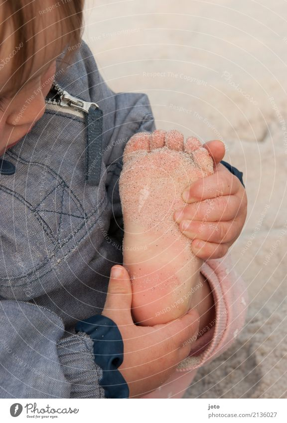 Saaaaand Kind Natur Ferien & Urlaub & Reisen Sommer Strand lustig Spielen Freiheit Fuß Sand Freizeit & Hobby Ausflug Zufriedenheit Kindheit lernen niedlich