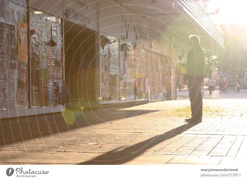 scheinwerfer. klein Gebäude hell träumen gehen maskulin leuchten beobachten Vergänglichkeit genießen Plakat Blendenfleck Fußgängerzone Druckerzeugnisse