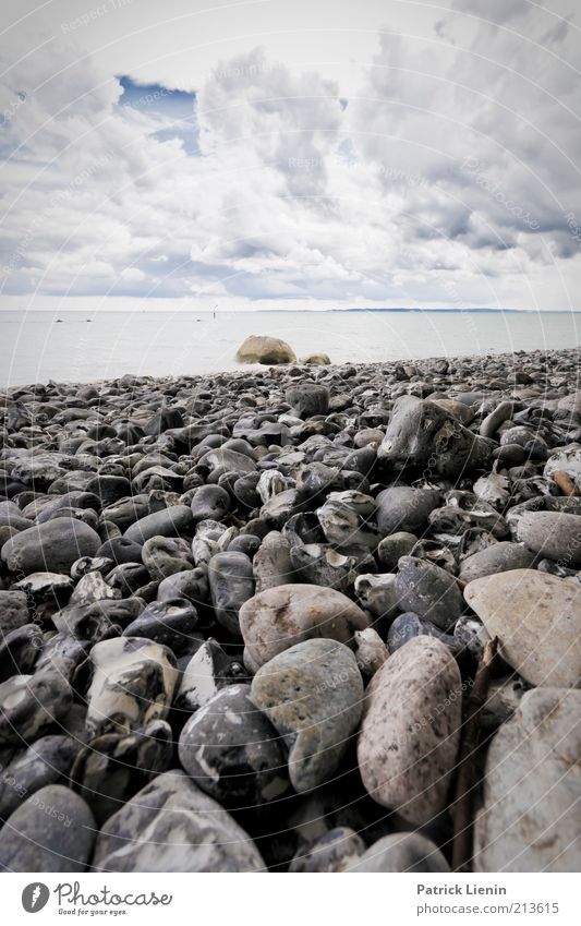 sea of stones Natur Wasser Himmel Meer Sommer Strand Wolken Ferne dunkel Stein Regen Landschaft Stimmung Küste Wellen Wind