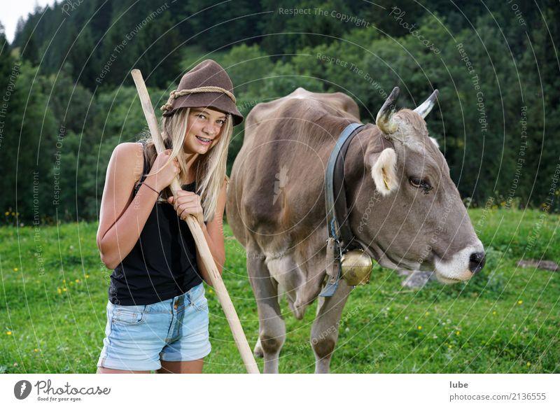 Cowgirl Matilda 1 Mensch Kind Natur Jugendliche schön Landschaft Tier Mädchen Umwelt Wiese Kindheit Freundlichkeit Landwirtschaft 8-13 Jahre Haustier Kuh