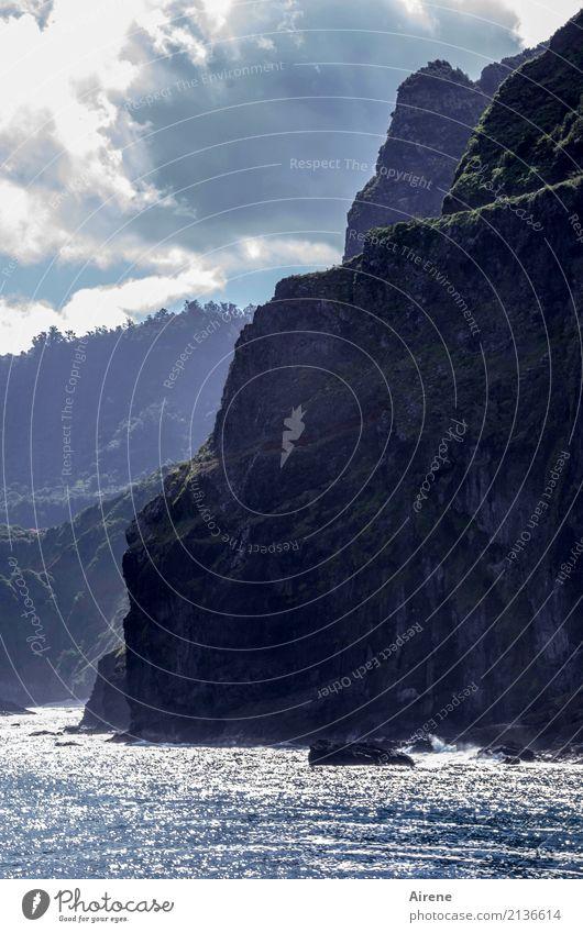 unnahbar Ferien & Urlaub & Reisen Abenteuer Meer Landschaft Wasser Himmel Wolken Schönes Wetter Felsen Berge u. Gebirge Küste Klippe Wege & Pfade Pass hoch blau