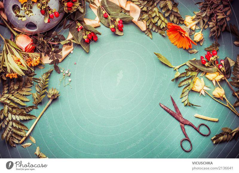 Herbst blumen mit schere auf dem tisch ein lizenzfreies - Herbst dekoration tisch ...