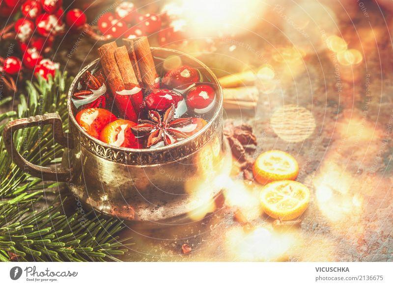 Glühwein mit Gewürzen für Weihnachten Ernährung Festessen Getränk Heißgetränk Tasse Stil Design Freude Winter Häusliches Leben Feste & Feiern