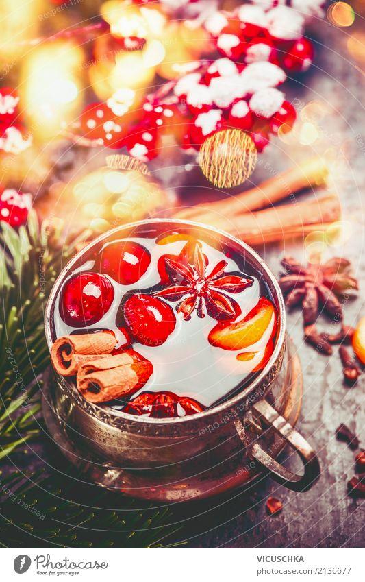 Tasse Glühwein mit Gewürzen für Advent Weihnachten & Advent Winter Beleuchtung Stil Feste & Feiern Design Dekoration & Verzierung Getränk Tradition