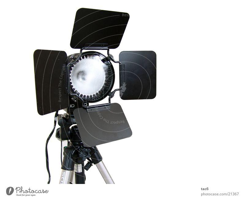 Studioleuchte nr. 1 *freigestellt* Werkstatt Licht Lampe Dinge Scheinwerfer Beleuchtung Nahaufnahme Flügeltore Lichtklappen