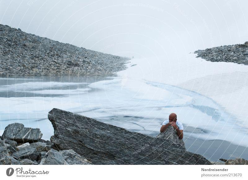 Sommerfrische Mensch Mann Natur Einsamkeit kalt Berge u. Gebirge Stein Eis Erwachsene wandern Nebel maskulin Felsen Ausflug Lifestyle Abenteuer