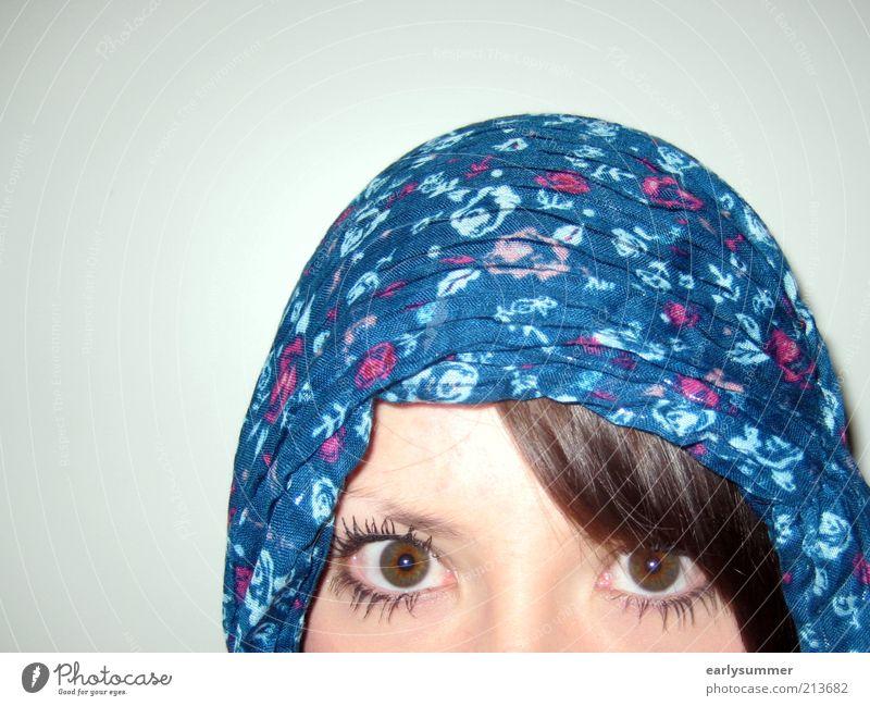 Die Gefangene feminin Junge Frau Jugendliche Erwachsene Kopf Haare & Frisuren Gesicht Auge Wimpern Wimperntusche 1 Mensch 18-30 Jahre Kultur Kopftuch brünett