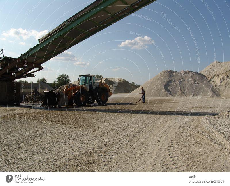 Kieswerk Sand Industrie Spuren Staub Förderband Kiesberg Radlader