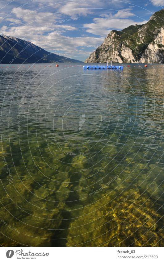 Kaltes klares Wasser ruhig Ferien & Urlaub & Reisen Sommer Berge u. Gebirge Landschaft Himmel Wolken Schönes Wetter See Gardasee frei blau grün Stimmung