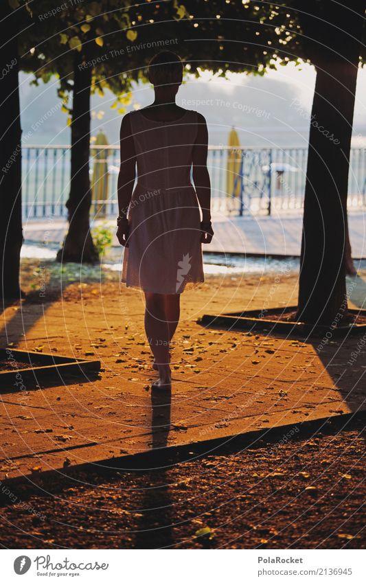 #A# Goldener Spaziergang Kunst Kunstwerk ästhetisch Frau Dresden Brühlsche Terrasse Geländer laufen Sonnenstrahlen gold Idylle friedlich Wärme Außenaufnahme