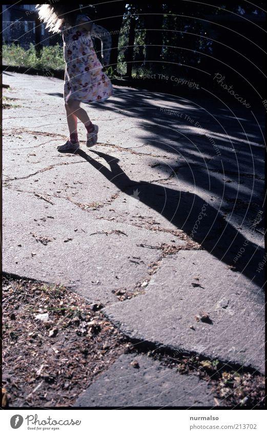 Sommersonnenwendetanz Mensch Kind Natur schön Freude Umwelt Leben Gefühle Freiheit Bewegung Wärme Glück Stil Kindheit Tanzen