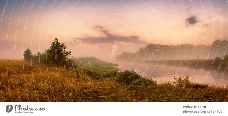 Misty River am Morgen. Panorama. Warmer Sommermorgen Himmel Natur Ferien & Urlaub & Reisen grün Wasser weiß Baum Landschaft rot Strand Wald Wärme gelb Herbst
