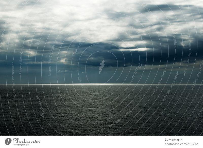 shine Umwelt Urelemente Himmel Gewitterwolken Horizont Klima Wetter Regen Meer außergewöhnlich bedrohlich dunkel gigantisch glänzend groß Unendlichkeit kalt