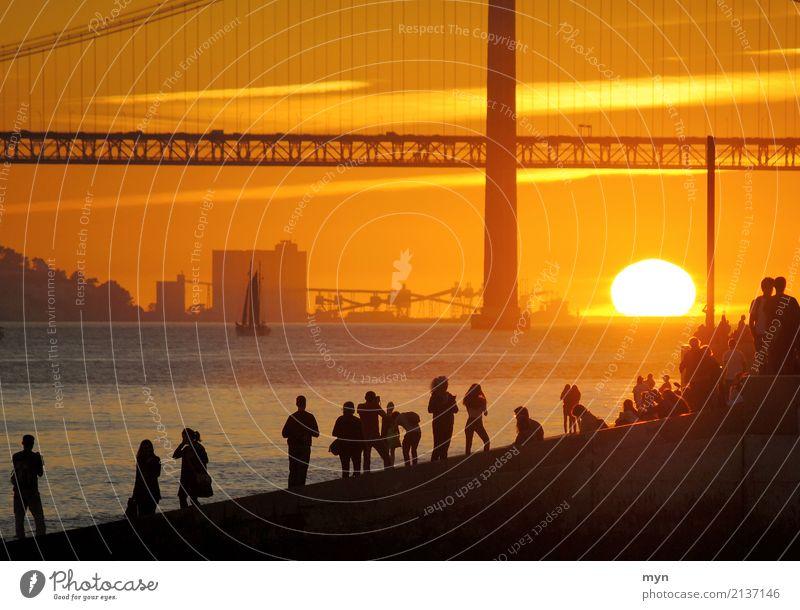 Abendrot | Lissabon Mensch Himmel Ferien & Urlaub & Reisen Sommer Sonne Meer Erholung Ferne Strand Küste Freiheit Tourismus orange Abenteuer Brücke Fluss