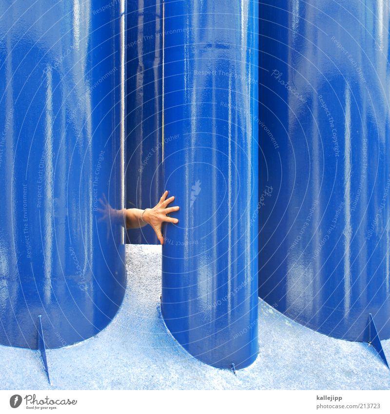 sich blau fühlen Mensch Mann Hand Metall Kunst Architektur Haut Erwachsene Arme Finger außergewöhnlich berühren Röhren