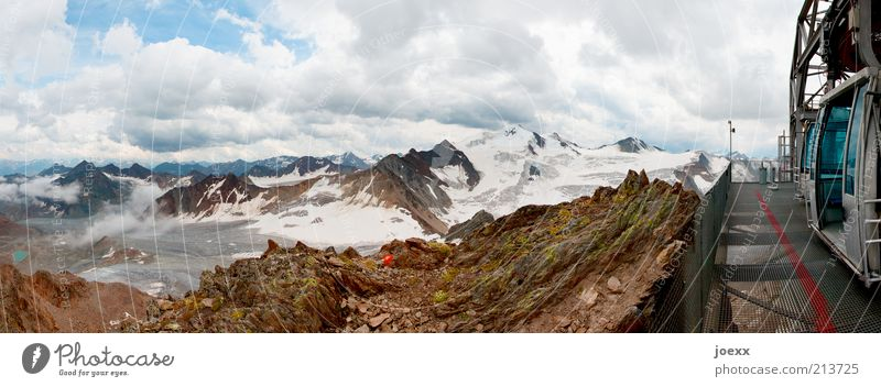 Hoch laufen, runter fahren. Himmel Natur blau Sommer Wolken ruhig Freiheit Berge u. Gebirge oben Landschaft braun hoch Klima Alpen Gipfel Aussicht