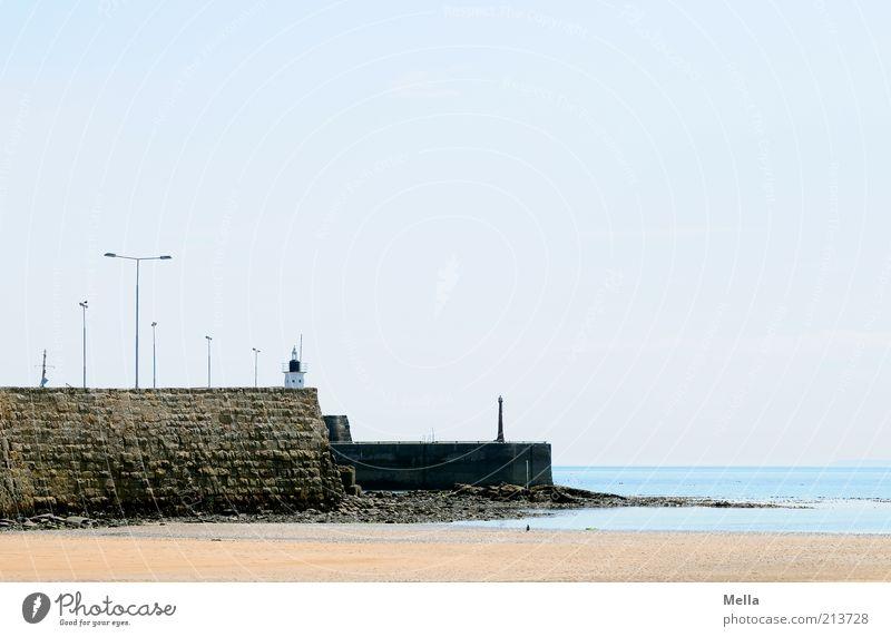 Menschenleer Ferien & Urlaub & Reisen Ausflug Strand Meer Umwelt Landschaft Sand Wasser Wolkenloser Himmel Schönes Wetter Küste Mole Mauer Wand Lampe Laterne