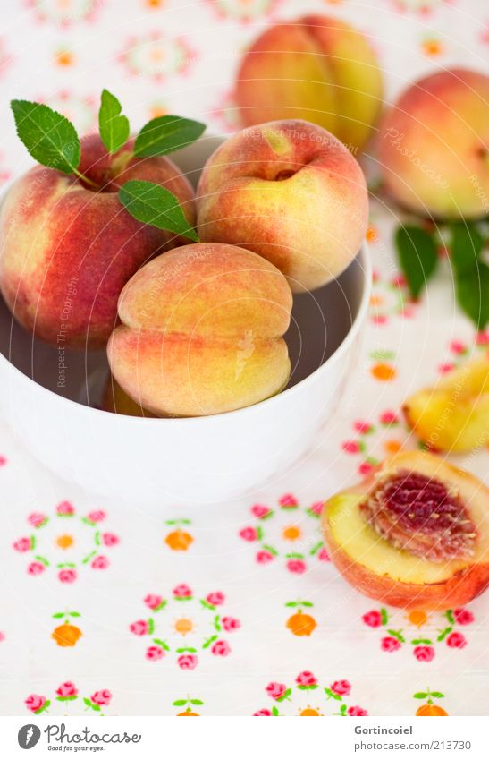 Frucht Lebensmittel Ernährung Bioprodukte Vegetarische Ernährung Schalen & Schüsseln lecker süß Pfirsich fruchtig Gesunde Ernährung Foodfotografie Farbfoto