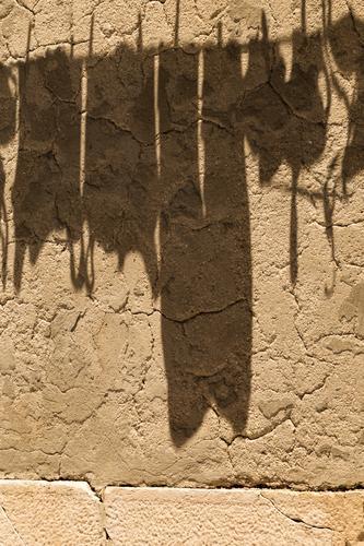 große Wäsche Stadt gelb Wand Mauer Fassade Häusliches Leben Ordnung Sauberkeit trocken nachhaltig hängen trocknen Wäscheleine Reinlichkeit Waschtag