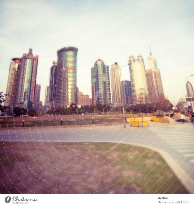 800 Visionen, teilweise Prostitution Stadt Haus Straße Wiese Hochhaus Bankgebäude China Skyline Stadtzentrum Straßenkreuzung Shanghai Experiment mehrfarbig