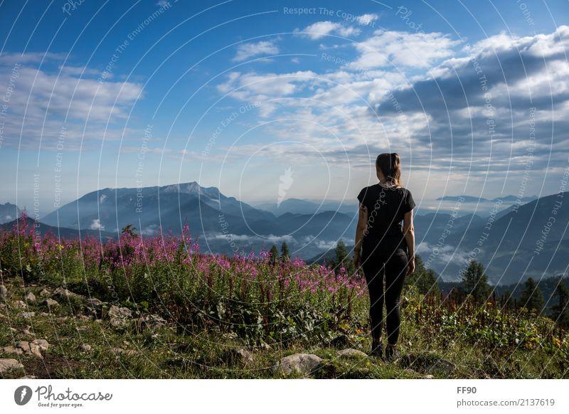 Einfach mal abschalten... Natur Jugendliche Pflanze blau Junge Frau Sommer schön Sonne Landschaft Blume Erholung Wolken Berge u. Gebirge schwarz Umwelt Blüte