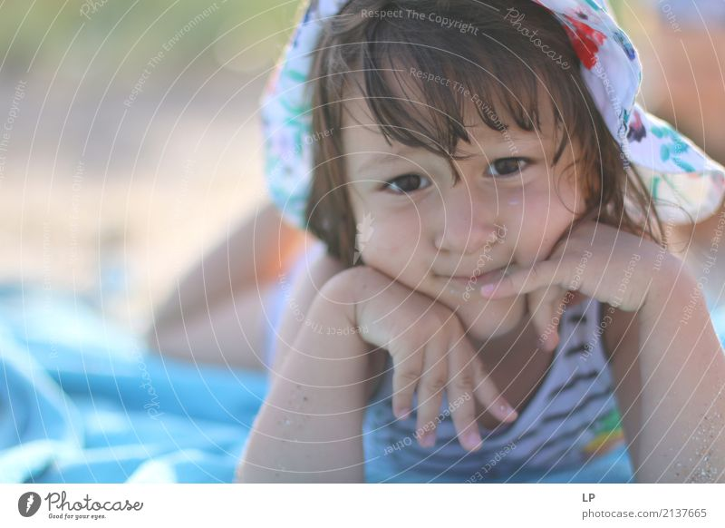 Ich denke an.. Mensch Kind Einsamkeit Erwachsene Leben Lifestyle Senior Gefühle Familie & Verwandtschaft Denken Angst Kindheit gefährlich Sehnsucht Bildung