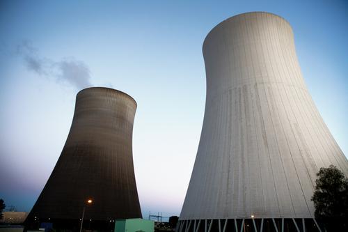 Atomkraft ? - Nein Danke ! Energiewirtschaft Kernkraftwerk Wolkenloser Himmel Sommer Philippsburg Kühlturm bedrohlich gigantisch hoch blau grau Sorge gefährlich