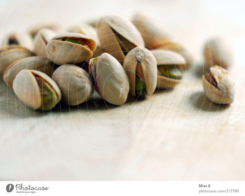 Pistazien Ernährung klein Lebensmittel rund offen lecker trocken Bioprodukte Kerne Frucht Hülle Nuss Snack Nahaufnahme salzig Vegetarische Ernährung
