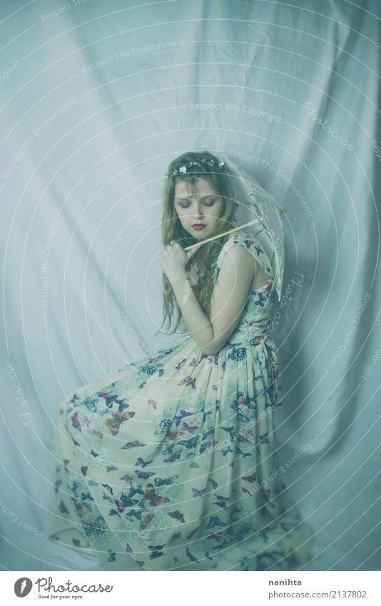 Mensch Jugendliche alt Junge Frau schön weiß Einsamkeit ruhig 18-30 Jahre Erwachsene feminin Stil Kunst Stimmung Design elegant