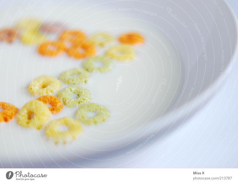 Fruchtringe Ernährung Lebensmittel nass süß rund lecker Teller Frühstück Backwaren Teigwaren fruchtig Zerealien Müsli Milcherzeugnisse Cornflakes