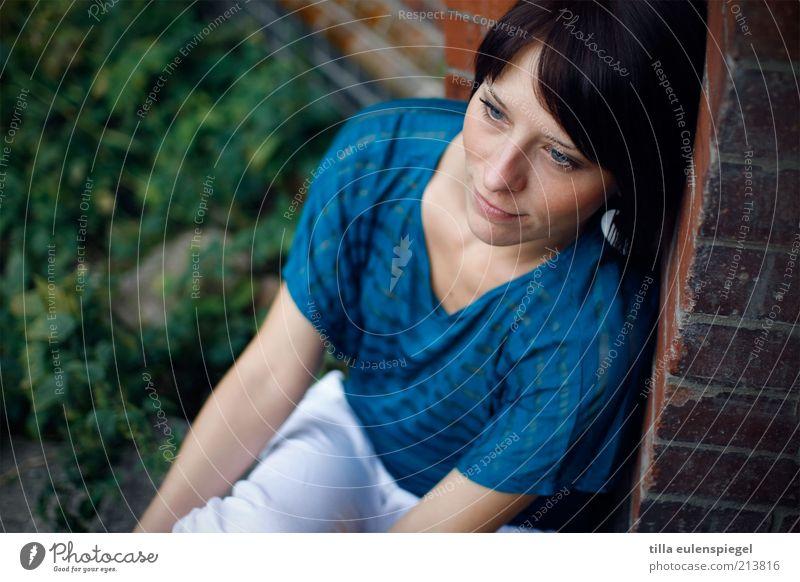fade away Frau Mensch Jugendliche schön blau ruhig Einsamkeit feminin Gefühle träumen Denken Zufriedenheit warten Erwachsene