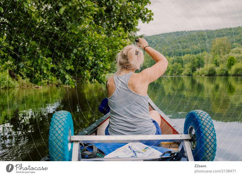 Auf hoher See Natur Ferien & Urlaub & Reisen Jugendliche Junge Frau Sommer Wasser Landschaft Erholung Einsamkeit ruhig 18-30 Jahre Erwachsene Bewegung Freiheit