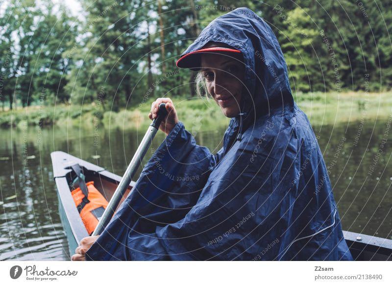 das bisschen regen Freizeit & Hobby Ferien & Urlaub & Reisen Ausflug Abenteuer Sommerurlaub Kanutour Junge Frau Jugendliche 18-30 Jahre Erwachsene Natur