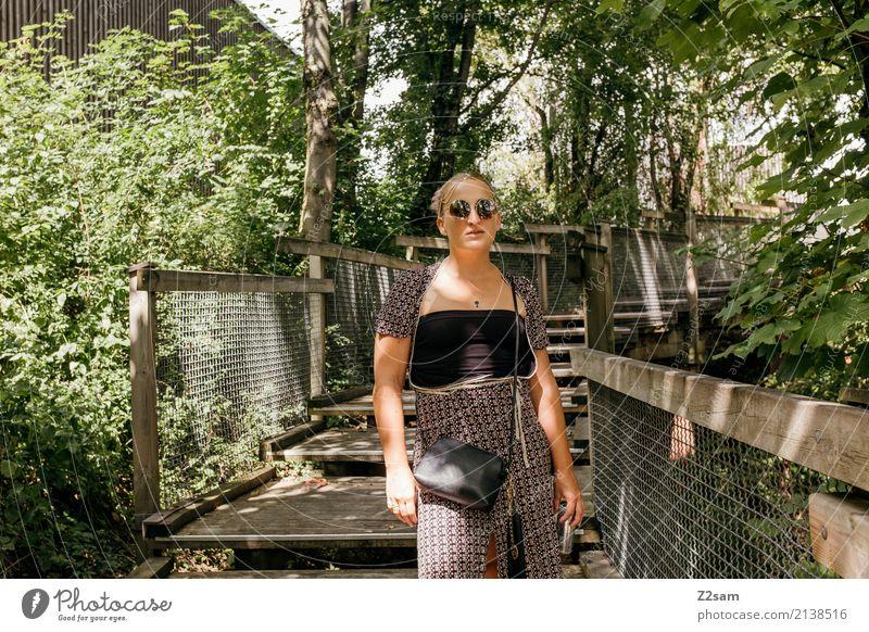 rave on Lifestyle Stil feminin Junge Frau Jugendliche 18-30 Jahre Erwachsene Umwelt Natur Landschaft Sommer Schönes Wetter Baum Wald Mode Kleid Sonnenbrille