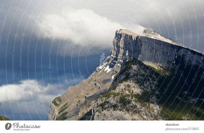 it's windy at the top Natur Himmel Wolken Berge u. Gebirge Stein Landschaft Luft Wind Wetter Umwelt Felsen Reisefotografie wild Gipfel Kanada steil