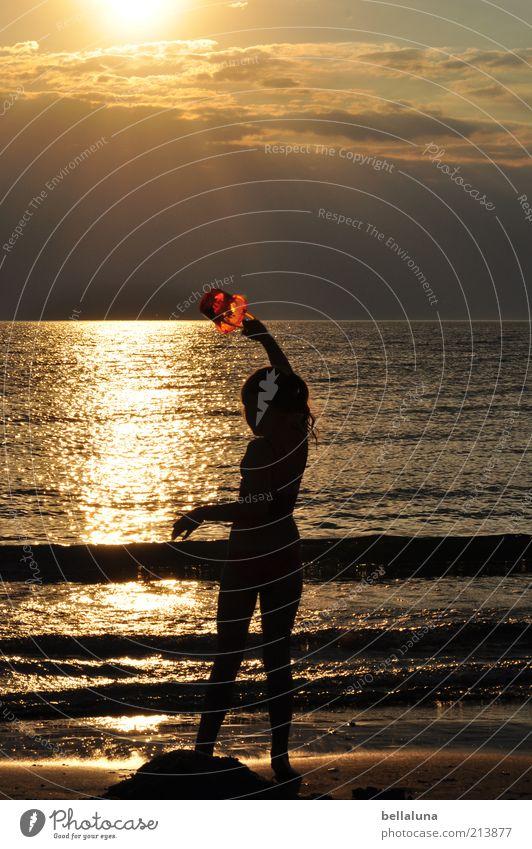 Ich bring John durch Herbst und Winter! Mensch Kind Himmel Natur Mädchen Sonne Ferien & Urlaub & Reisen Meer Sommer Strand Wolken Ferne feminin Spielen Freiheit