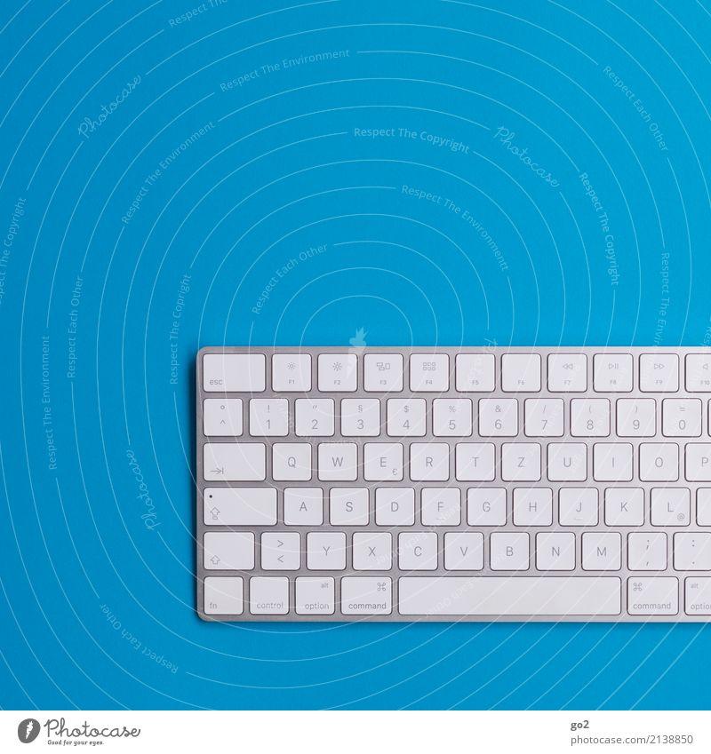 Tastatur auf Blau Schule Berufsausbildung Studium Arbeit & Erwerbstätigkeit Büroarbeit Arbeitsplatz Medienbranche Werbebranche Business Unternehmen sprechen