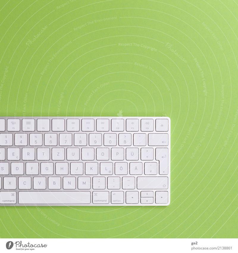 Tastatur auf grünem Hintergrund Schule Studium Arbeit & Erwerbstätigkeit Beruf Büroarbeit Arbeitsplatz Wirtschaft Medienbranche Werbebranche Business