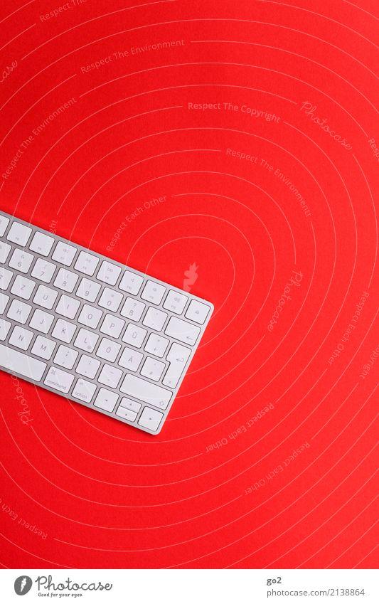 Tastatur auf Rot weiß rot Business Schule Arbeit & Erwerbstätigkeit Design Freizeit & Hobby Büro ästhetisch Kommunizieren Technik & Technologie Kreativität