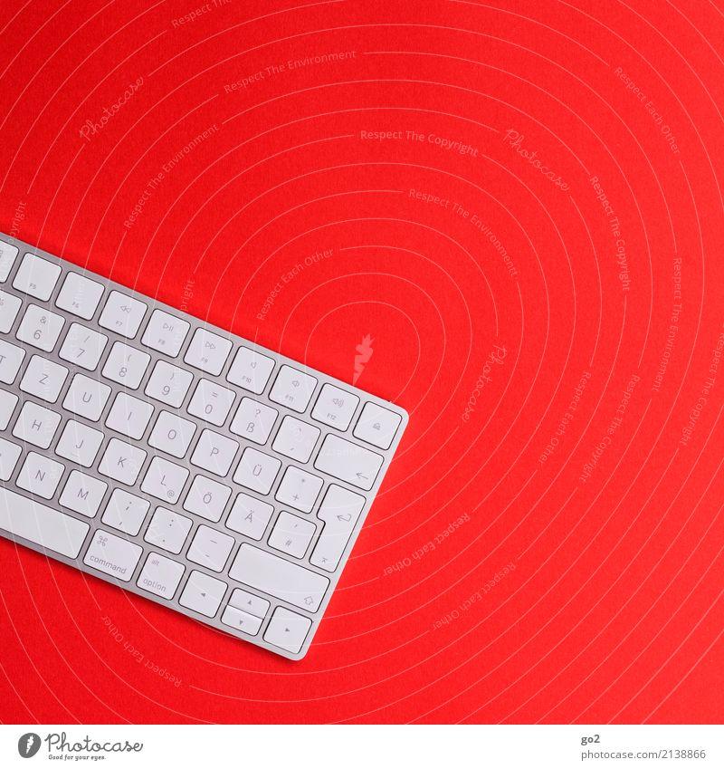 Tastatur auf Rot weiß rot Design Arbeit & Erwerbstätigkeit Freizeit & Hobby Büro Schriftzeichen ästhetisch Kommunizieren Technik & Technologie Zukunft