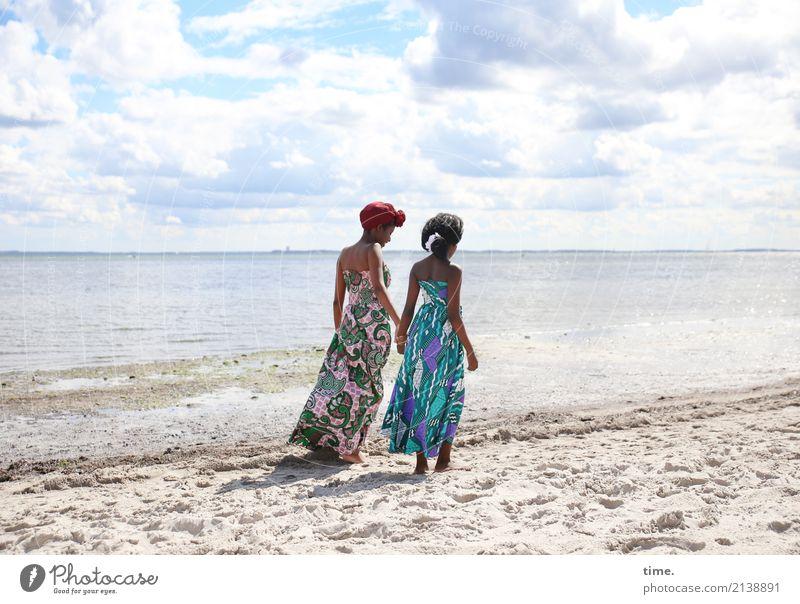 Arabella und Gloria Mensch Frau Himmel Sommer schön Erholung Wolken Mädchen Strand Erwachsene Leben Wege & Pfade Küste feminin Bewegung Sand