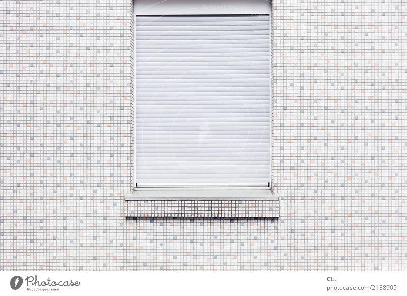 unbekannt verzogen Menschenleer Haus Gebäude Architektur Mauer Wand Fenster Fliesen u. Kacheln Rollo eckig klein Langeweile Müdigkeit Einsamkeit Zukunftsangst